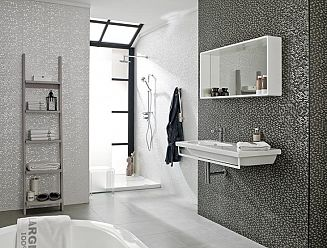 Porcelanosa Madison wall tiles (Nacar white and Antracita)